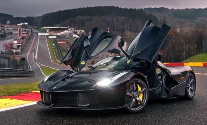 Сорванец LaFerrari - лучший автомобиль современности.