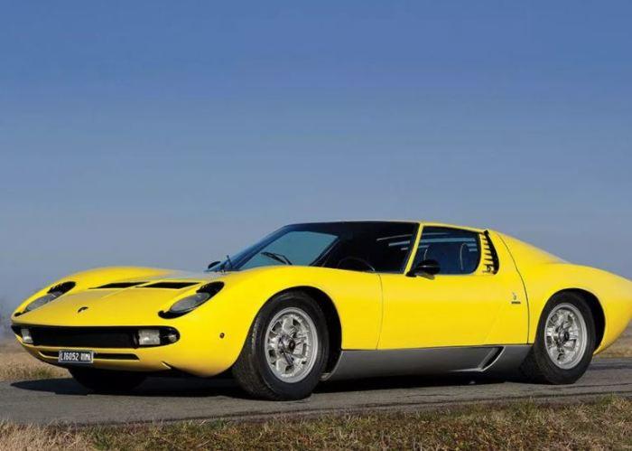 Автомобиль Lamborghini Miura изменил облик суперкаров.