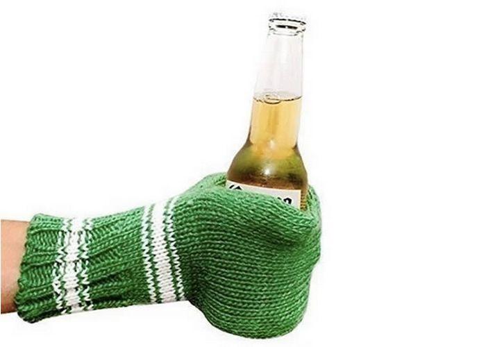 Так теплее: вязаные полуперчатки для пива.