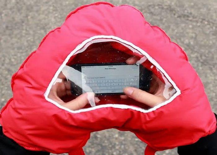 Так теплее: перчатки-муфта «Tahka» с окошком для смартфона.