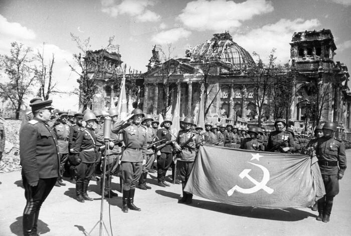 Трофеи раздавали после войны. |Фото: waralbum.ru.