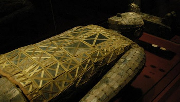 Магия нефрита: погребальные костюмы из нефрита.