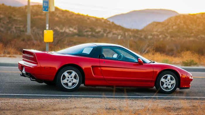 Acura NSX - ����������� Ferrari.