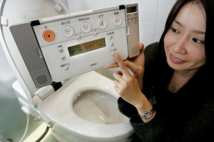 Откровенный женский туалет япония
