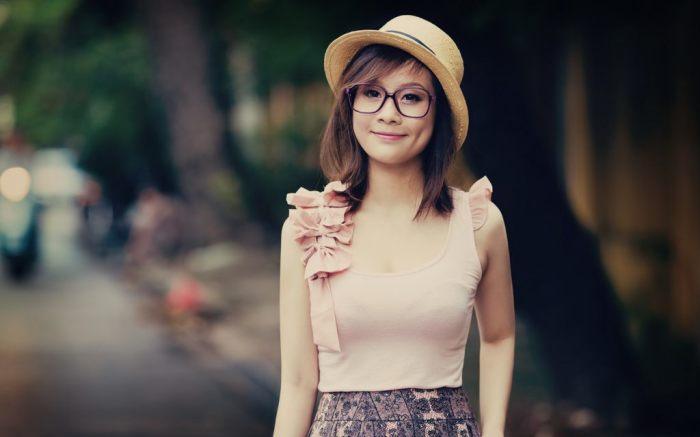 По мнению ряда японцев, очки делают женщин менее женственными. |Фото: tokkoro.com.