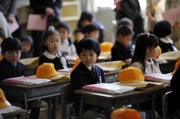 Бесплатной и обязательной являются только младшая и средняя школы. |Фото: m.fishki.net.
