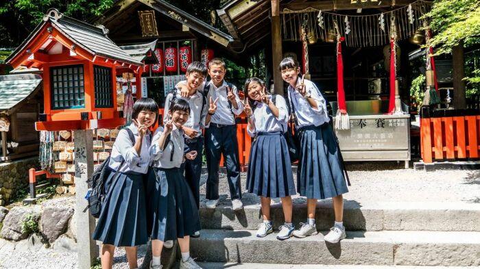 В каждой школе своя форма. |Фото: rossaprimavera.ru.