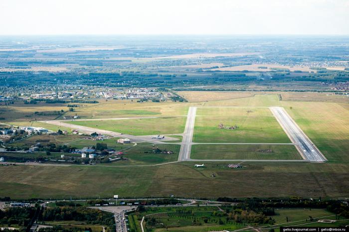 Омский аэропорт выглядит скромно. | Фото: fotorelax.ru.