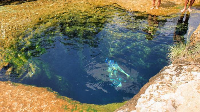 В колодце часто купаются отдыхающие.