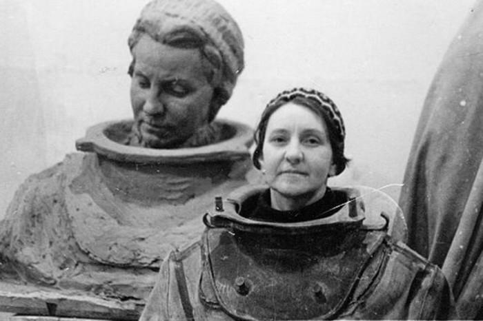 Под водой кабель прокладывали в том числе советские женщины-водолазы. |Фото: sobaka.ru.