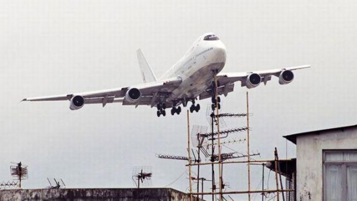 Аэропорт требовал выполнения фигур высшего пилотажа. Фото: warnet.ws.