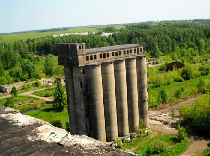 Что осталось от «закромов Родины» СССР под Ярославлем в наше время