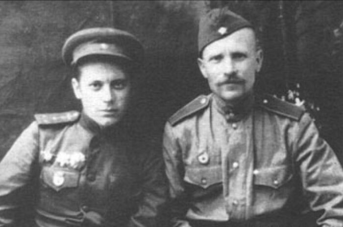 Дмитрий Федорович - слева. |Фото: ya.ru.