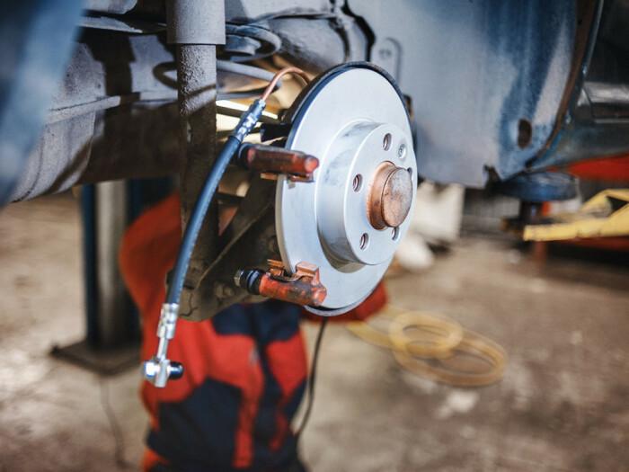 Всякие тормоза следует правильно и своевременно обслуживать. |Фото: lavto.by.