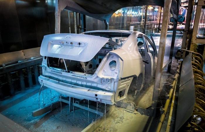 Делается еще при производстве машину. |Фото: gidpokraske.ru.