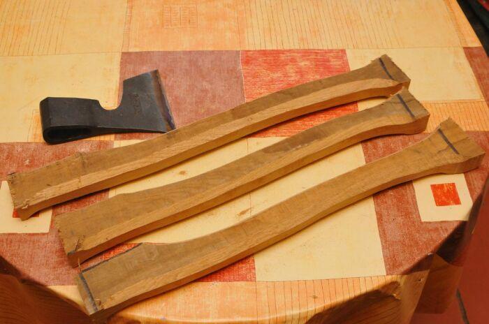 Лучше всего брать ручку для топора с запасом. |Фото: rusknife.com.