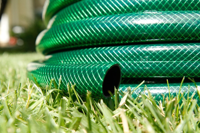 Большинство шлангов можно усадить. |Фото: armag.com.ua.
