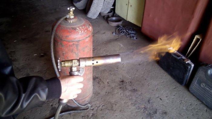 Поможет в этом деле любая горелка. |Фото: yandex.ru.