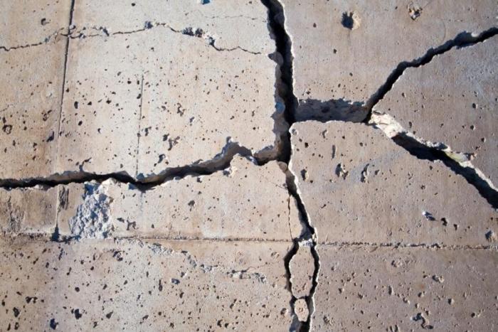 Почему начинает крошиться бетон, и что нужно сделать, чтобы избежать этого