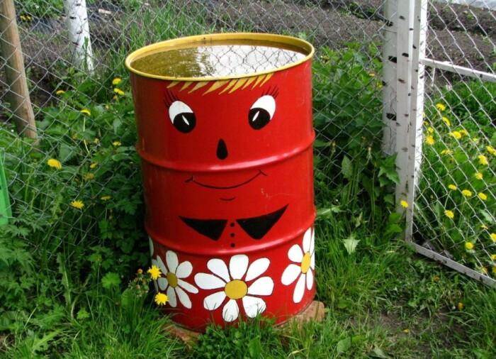 Бочка для воды - незаменимый помощник на даче. |Фото: ya.ru. rusadba25.ru.