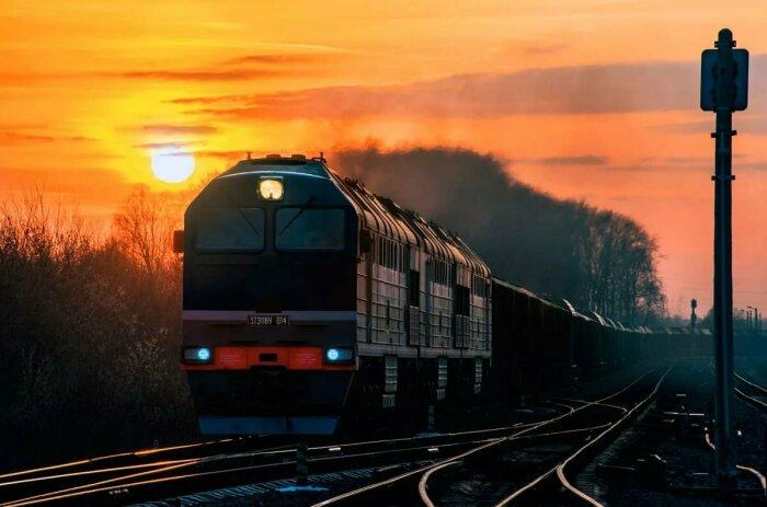Ходить вдоль рельс - нельзя. |Фото: railstorg.ru.
