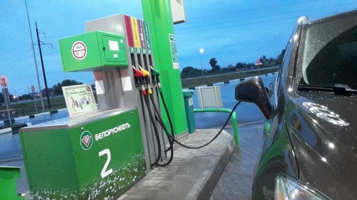 На самом деле 98-ой бензин не нужен большинству машин. |Фото: drive2.ru.