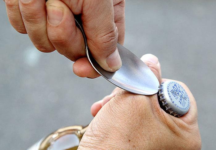 Все, что достаточно жесткое подойдет. |Фото: dmarge.com.