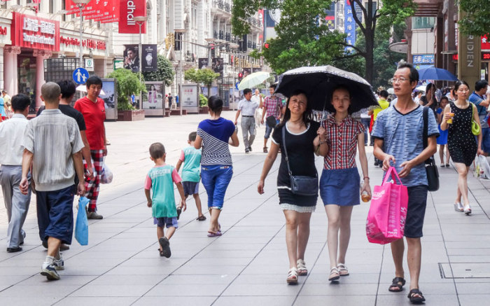 Китайцы одеваются по европейски. |Фото: gezievreni.com.