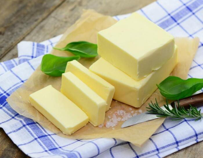 Лучше всего использовать сливочное масло. |Фото: zdorovemedicina.ru.