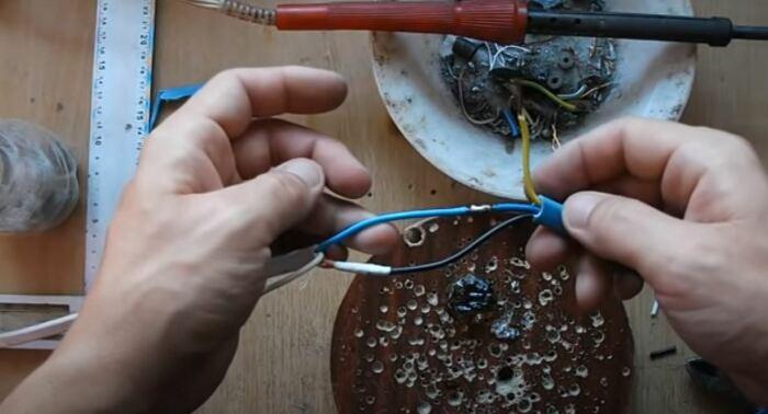 Надежно соединяем провода. ¦Фото: youtube.com.
