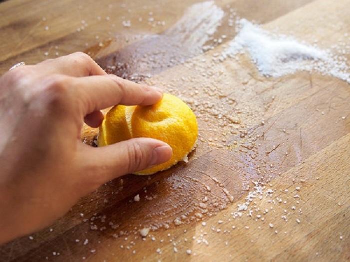 Мыть кухню лимоном. |Фото: idntimes.com.