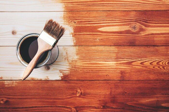 Покраска дерева - задача не самая простая. | Фото: himrezerv.com.