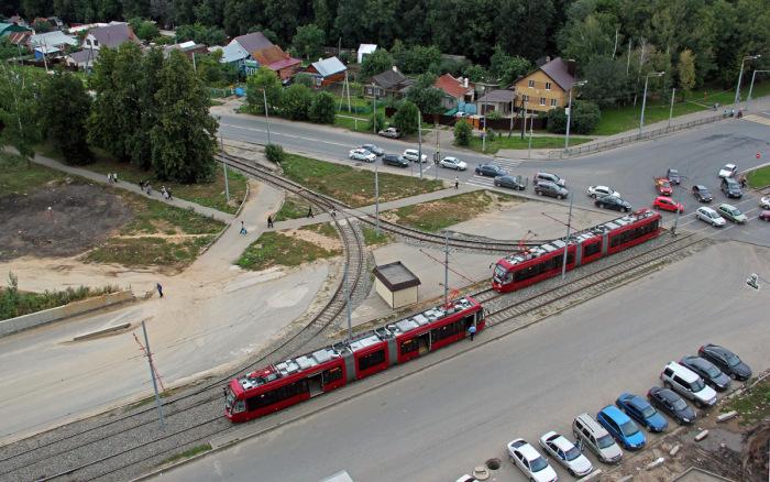 Треугольники используются и для трамваев.  Фото: kfcpromo.ru.