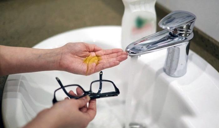 Моющее средство удалит весь жир. |Фото: kakxranit.ru.