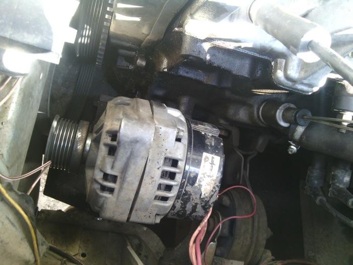 Проверить генератор. /Фото: drive2.com.
