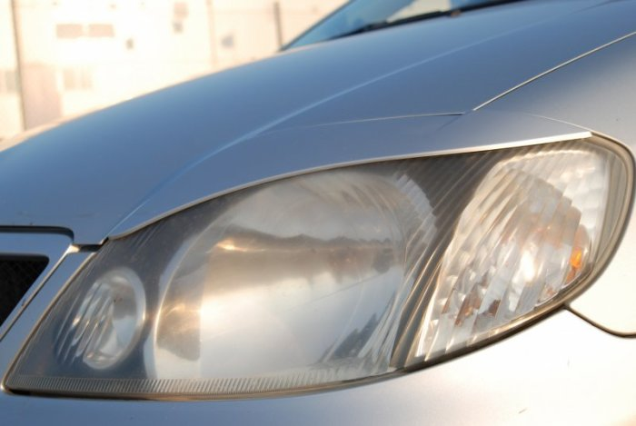 Проверяем стали ли фары тусклее. /Фото: drive2.com.