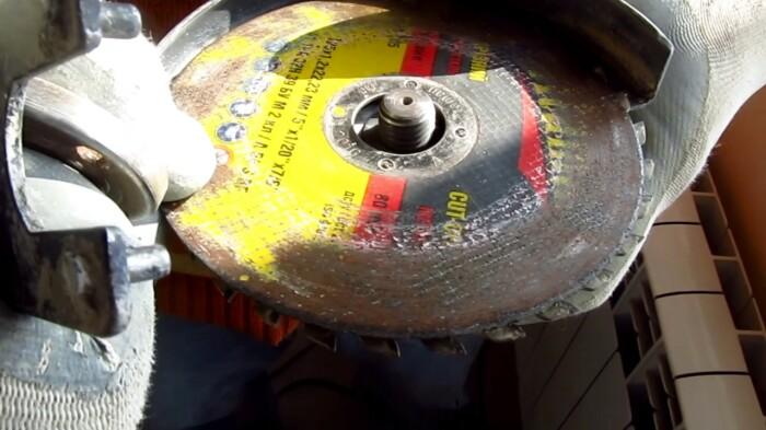 Зачем некоторые умельцы на болгарку ставят диски картинкой внутрь