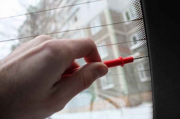 Выявляются неполадки при помощи вольтметра. |Фото: ya.ru