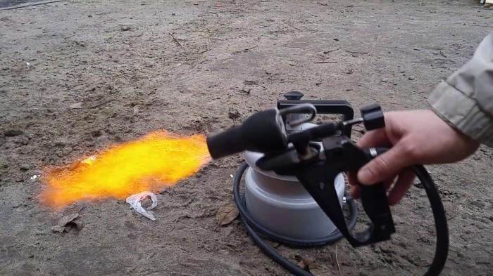 Для работы понадобится горелка. |Фото: aftershock.news.