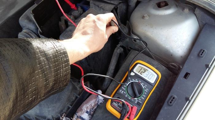 Машина продолжает потреблять энергию. /Фото: gazetki.by.