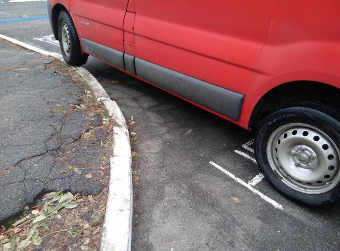 В самом крайне случае тормозим об окружение. |Фото: drive2.com.