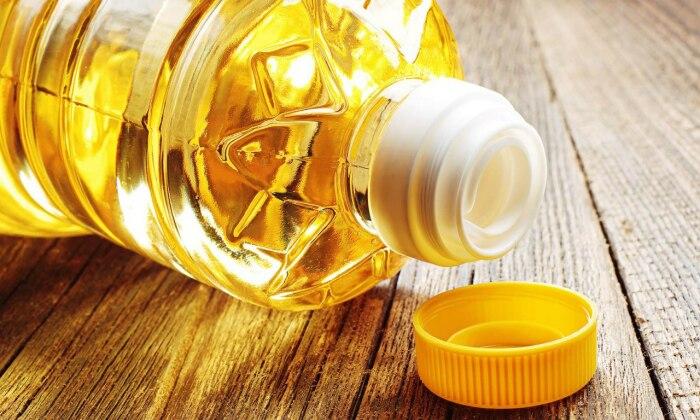 Даже подсолнечное масло может помочь.  Фото: stolicaonego.ru.