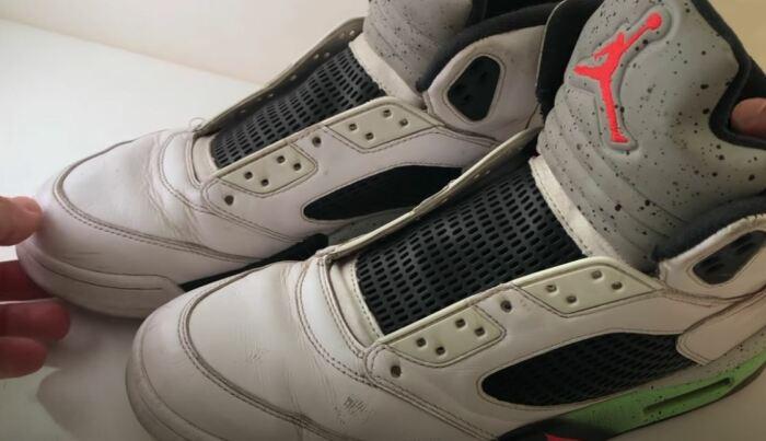 Берем проблемные кроссовки. ¦Фото: youtube.com.