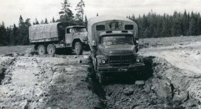 Так можно было выкопать любую яму под грузовик. ¦ Фото: ya.ru.