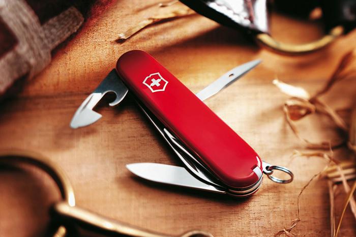 Нож всегда специальный, даже швейцарский. |Фото: gearjunkie.com.