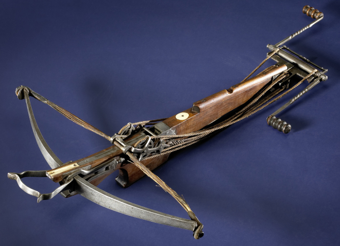 В 16 веке все еще использовалось много средневекового оружия. В том числе арбалет. |Фото: rock-cafe.info.