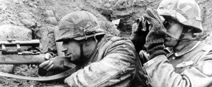 Даже у снайперов не всегда был камуфляж, часто ограничивались чехлом на каску. ¦Фото: ebay.com.
