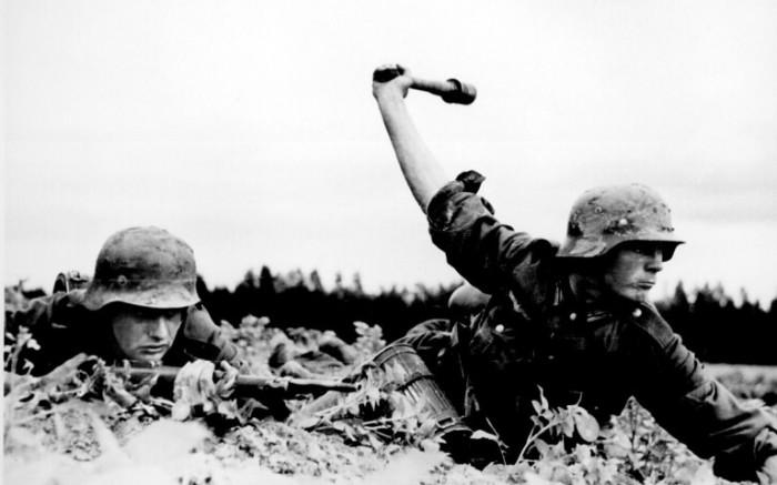 Солдаты в касках 40-ой модели.