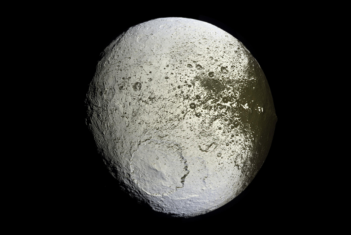 Спутник Япет.