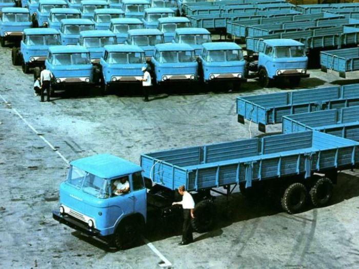 КАЗ 606 был первым бескапотным авто.